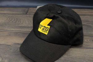 bordado en gorra